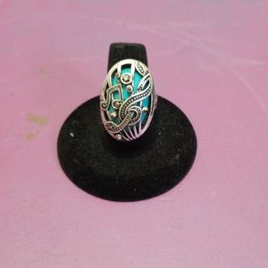 Oval silvertone/turquoise stone w/ musical notes